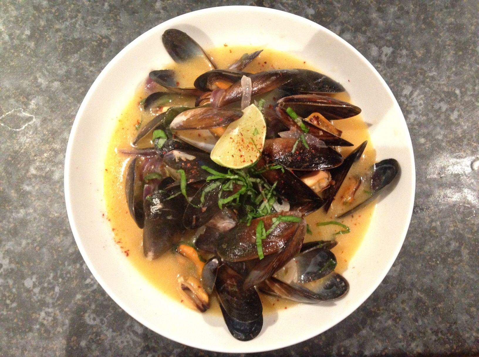 thai mussels with broth